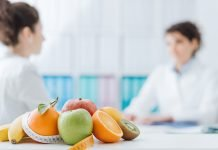 Nutritionist meeting a patient.